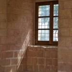 Licht und Lüftung für den Raum: Das Fenster. Foto: Alexander Dreher / pixelio.de . (645571_original_R_K_B_by_Alexander Dreher_pixelio.de)