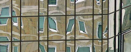 Licht und Lüftung für den Raum: Das Fenster. Foto: Lupo / pixelio.de . (687597_original_R_K_B_by_Lupo_pixelio_Titel)
