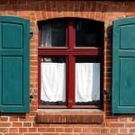 Licht und Lüftung für den Raum: Das Fenster. Foto: detlef menzel / pixelio.de . (689385_original_R_by_detlef menzel_pixelio.de)