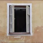 Licht und Lüftung für den Raum: Das Fenster. Foto: Manuel Bendig / pixelio.de . (694530_original_R_by_Manuel Bendig_pixelio.de)